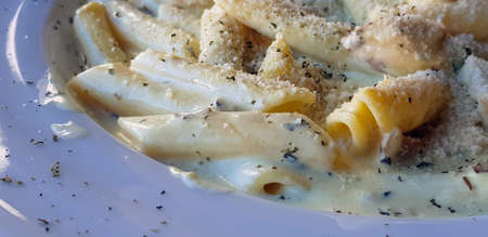 Pasta in white sauce, a delicacy Mediterranean dish. Banque d'images