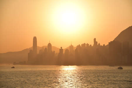 Early morning in Hong Kong. Beautiful golden sky. Banque d'images