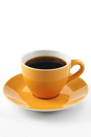 tazas de cafe: naranja, taza de café sobre fondo blanco