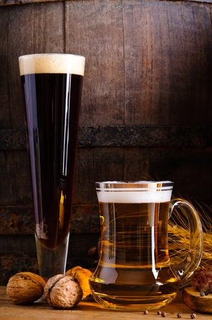 draught: Mug and glass with dark and light beer