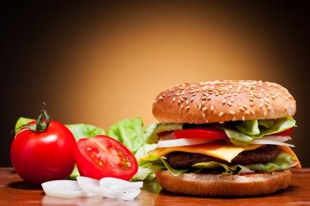 comida rapida: hamburguesa y verduras tradicional bodegón
