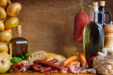 전통 고기와 소시지와 함께 아직도 인생