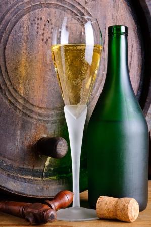 Stilleben mit Glas und eine Flasche italienischen Prosecco