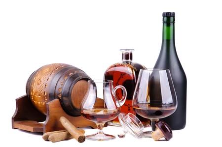 Französisch Cognac und kubanische Zigarren auf weißem Hintergrund Standard-Bild - 14653221