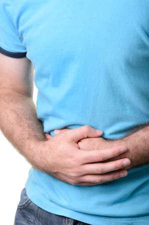 diarrea: Un individuo que sostiene su vientre en el dolor, aislado contra un fondo blanco.