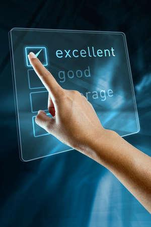 selects: Una mano di donna che sceglie un'opzione su uno schermo
