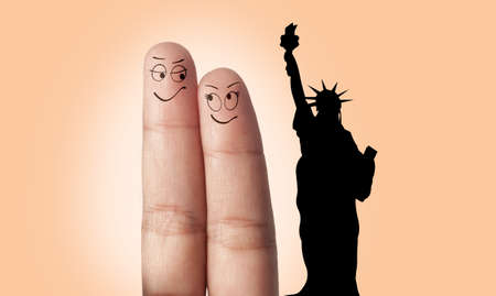 A finger couple dream to travel to New York