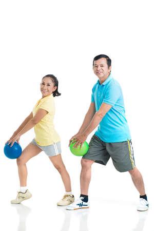 mujer deportista: Personas mayores con entrenamientos deportivos Foto de archivo