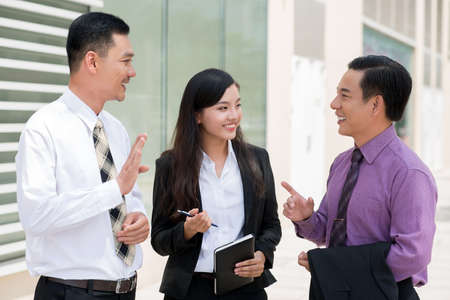 argumentation: Friendly business discussion of co-workers