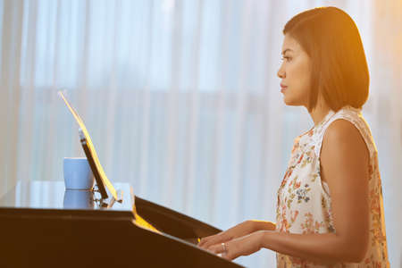 music education: Female pianist