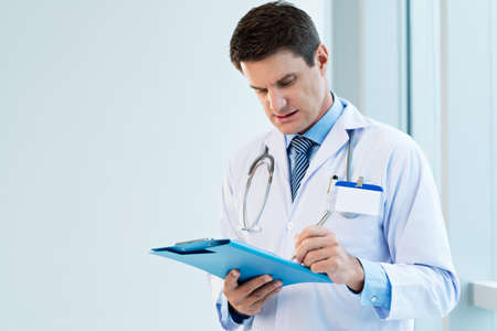 md: Doctor writing notes