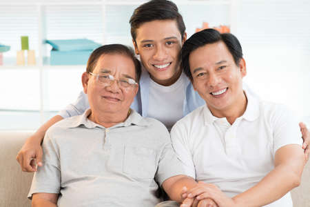 Portrait of Asian grandfather, father and son bonding together Imagens