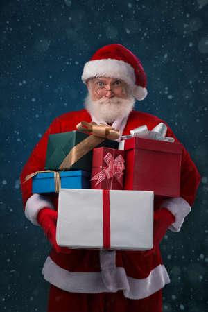 generosa: Santa Claus holding a pile of Christmas presents