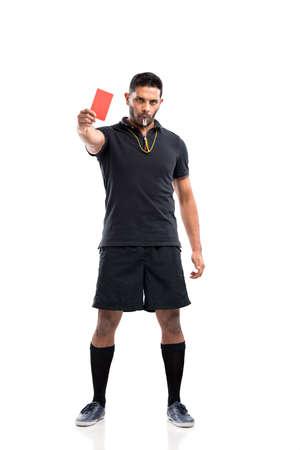 Retrato de cuerpo entero de los árbitro muestra una tarjeta roja