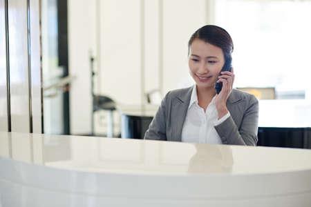Llamando a la recepcionista
