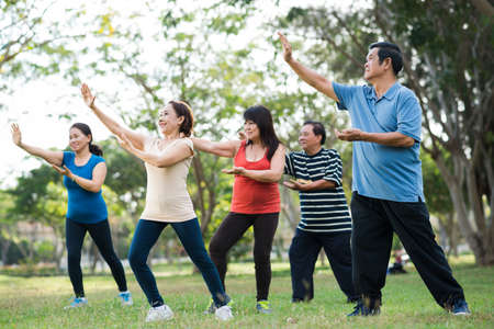 Elderly Asian people practicing Tai Chi together 版權商用圖片