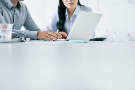 Cropped image of business people working together at large white table 스톡 콘텐츠
