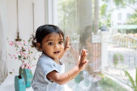 Curious baby Standard-Bild