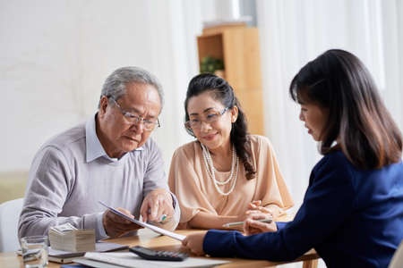 Discussing Terms of Purchase Agreement Stockfoto