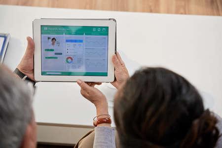 Using Health Monitoring Application Standard-Bild