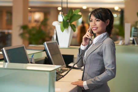 Hotelrezeption Standard-Bild
