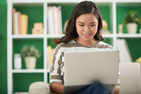 Freelancer working on laptop Imagens