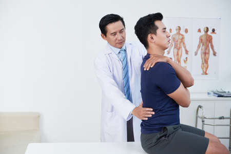Osteopath palpating back Banco de Imagens