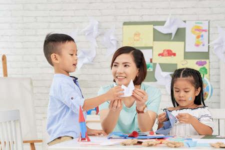 Making paper ships 版權商用圖片