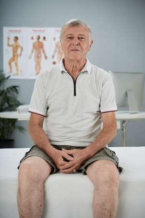 Senior man in doctors office 스톡 콘텐츠