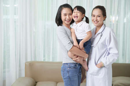 Family visiting pediatrician 免版税图像