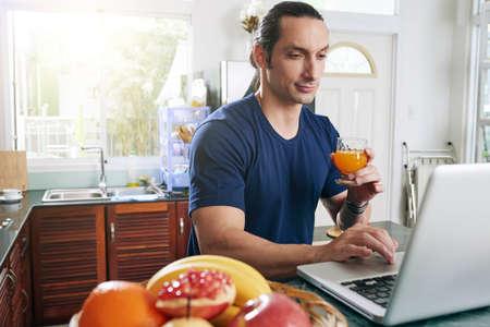 Young man working in kitchen 版權商用圖片
