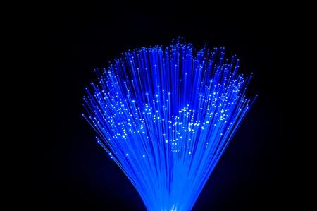 fibra óptica: manojo de fibra ?ptica din?mica de vuelo de las profundidades Foto de archivo