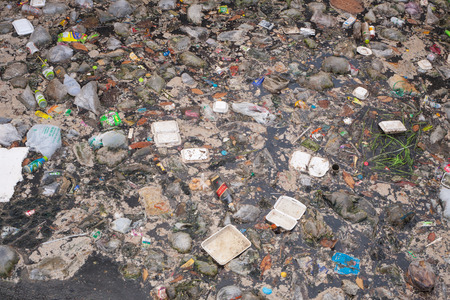 SEMPORNA, MALAYSIA - APRIL 24 2014: Plastic rubbish pollution in ocean. Photo showing pollution problem of garbage thrown directly into the sea with no proper trash collection or recycling. 에디토리얼