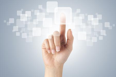 Geschäftsfrau vor visuellen Touchscreen. Standard-Bild - 31962101