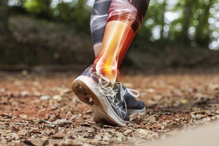 Dolore alla caviglia in dettaglio - Concetto di lesioni sportive