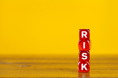 Risk word made with red blocks on yellow background. Risk management concept. Foto de archivo - 124594737