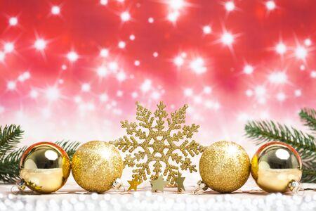 Gold Christmas snowflake ornament with gold christmas balls Standard-Bild - 135007754