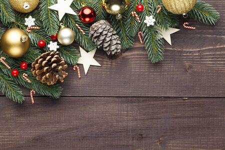 Kerstmis of Nieuwjaar decoratie op houten achtergrond en ruimte voor een tekst