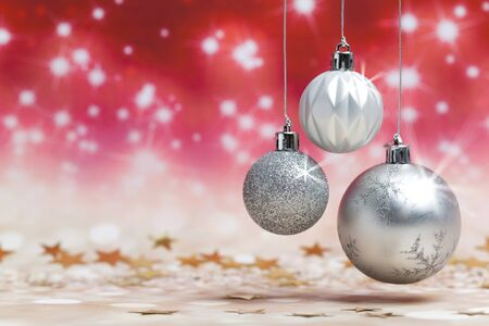Christmas balls decoration against red colored shiny background Standard-Bild - 135007847