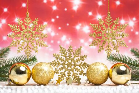 Gold Christmas snowflake ornament with gold christmas balls Standard-Bild - 135007853