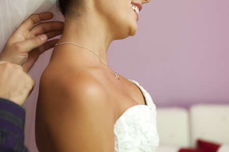 Gourgeous bride werring a necklace photo