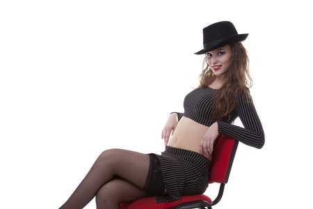sexy girl sitting: sexy ragazza seduta su una sedia rossa isolato su sfondo bianco, studio shot Archivio Fotografico