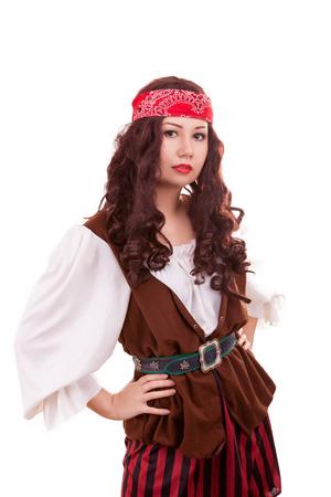 mujer pirata: Hermosa mujer pirata en blanco de tiro de estudio de fondo