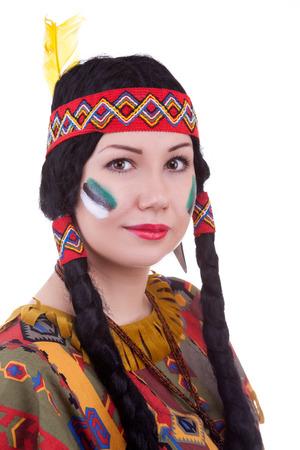 Inheemse Amerikaanse vrouw op een witte achtergrond studio-opnamen
