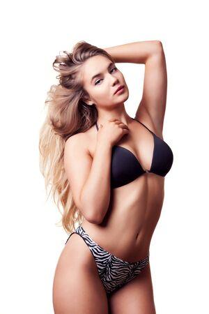 hot breast: Goregous девушка в купальнике позирует секси на белом фоне. Студия фотографии. Тонкий чувственный модель с горячей совершенной мускулистым телом. Спортивное тело Фото со стока