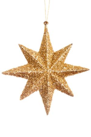 Kerstmis gele glanzende ster geïsoleerd op witte achtergrond. Studio foto