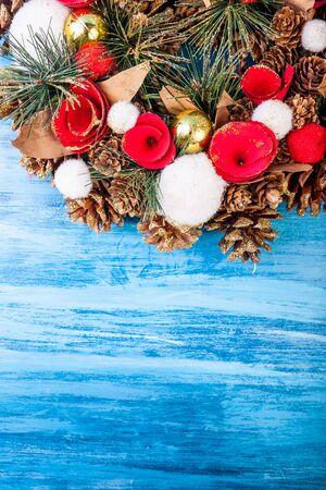 guirnaldas de navidad: Christmas wreath on blue wooden background in studio photo Foto de archivo