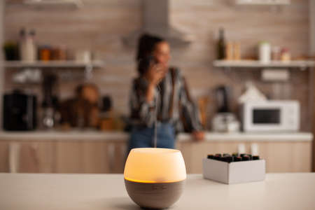 Home relaxation with aromatherapy from oil diffuser. Aroma health essence, welness aromatherapy home spa fragrance tranquil theraphy, therapeutic steam, mental health treatment Standard-Bild