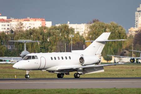 Business jet with reverse scoops released on runway Standard-Bild - 133929590