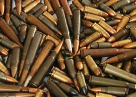 amendment: Un gran mont�n de balas de armas distintas Foto de archivo